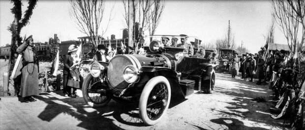 Царь предпочитал открытые модели и любил, когда личный шофер Адольф Кегресс ездил намеренно быстро. Царь, авто, автоистория, гон, революция, ретро авто, старинные автомобили, царская россия
