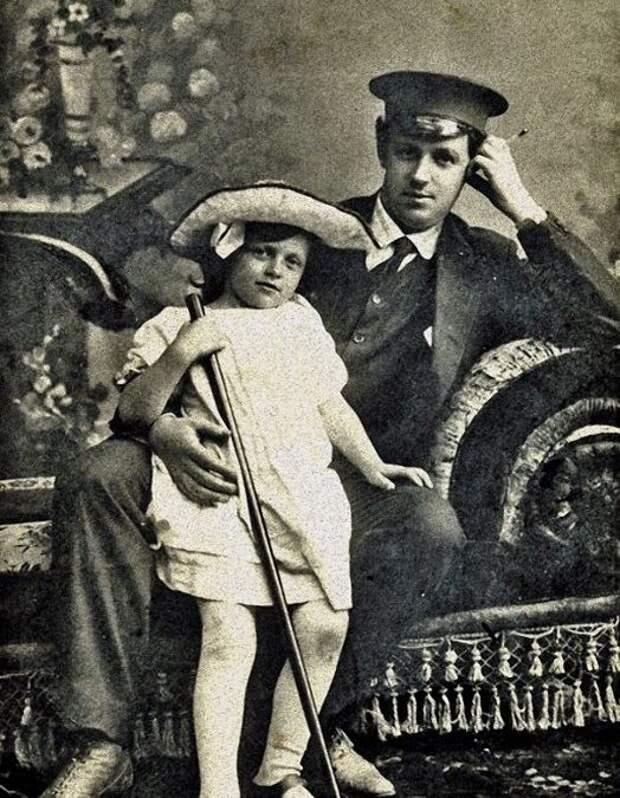 Татьяна Пельтцер с отцом Иоганном Робертовичем