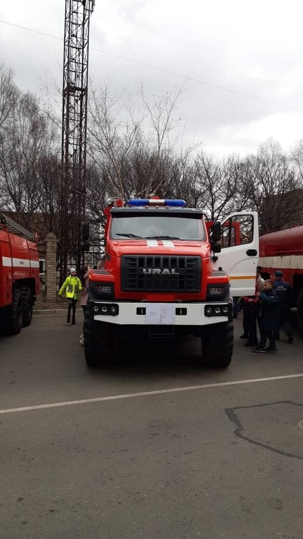 """Спасатели эвакуировали """"пострадавших"""" на глазах у детей"""