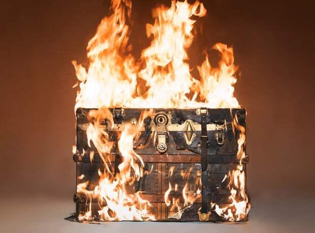 Зачем люксовые бренды сжигают вещи на миллионы долларов?