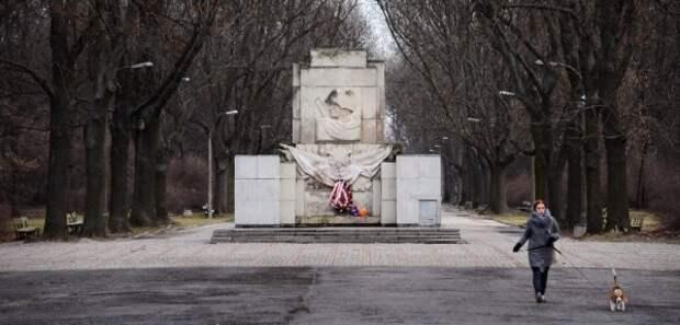 Впольской столице демонтируют памятник Благодарности Красной армии