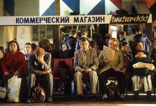 Москва, зал ожидания Белорусского вокзала, 1991 г. 90-е годы, 90-е годы. жизнь, СССР, жизнь в 90-е, ностальгия, старые снимки, фотографии россии, фоторепортаж