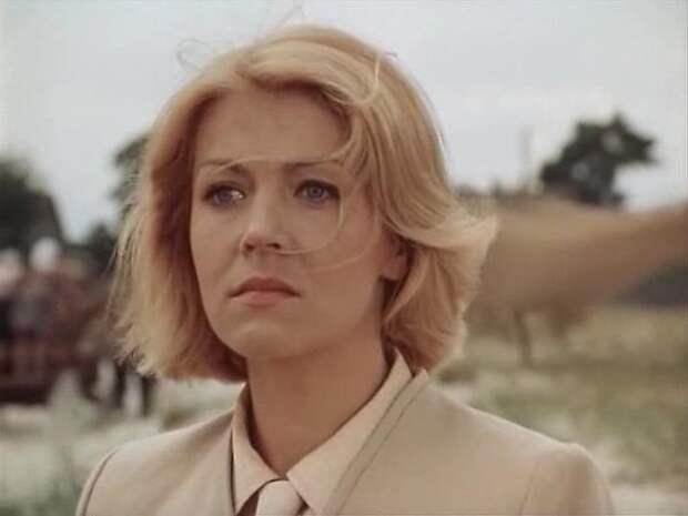"Кадр из фильма ""Долгая дорога в дюнах"" (1980) // Фото: m.kino-teatr.ru"