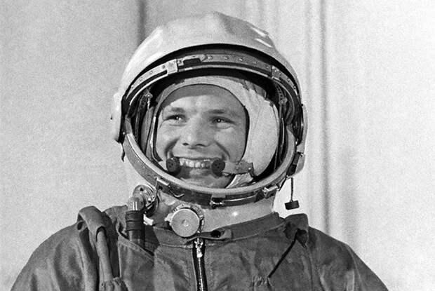 Почему астронавта Гагарина стали называть космонавтом в 1960 году