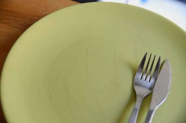 Царапины атакуют и дешёвую посуду, и дорогие сервизы.