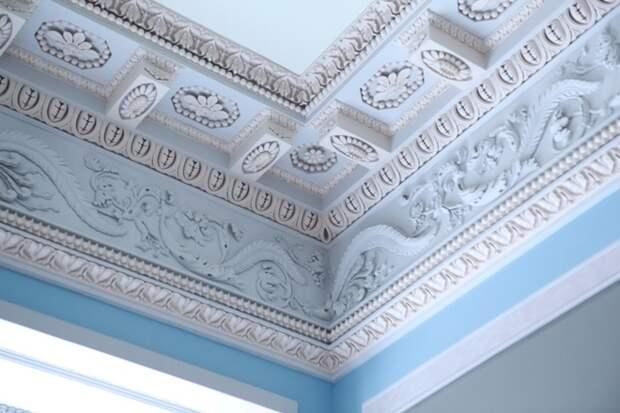 Дизайн потолочных плинтусов в интерьере: фото, как выбрать лучший вариант для интерьера (67 фото)