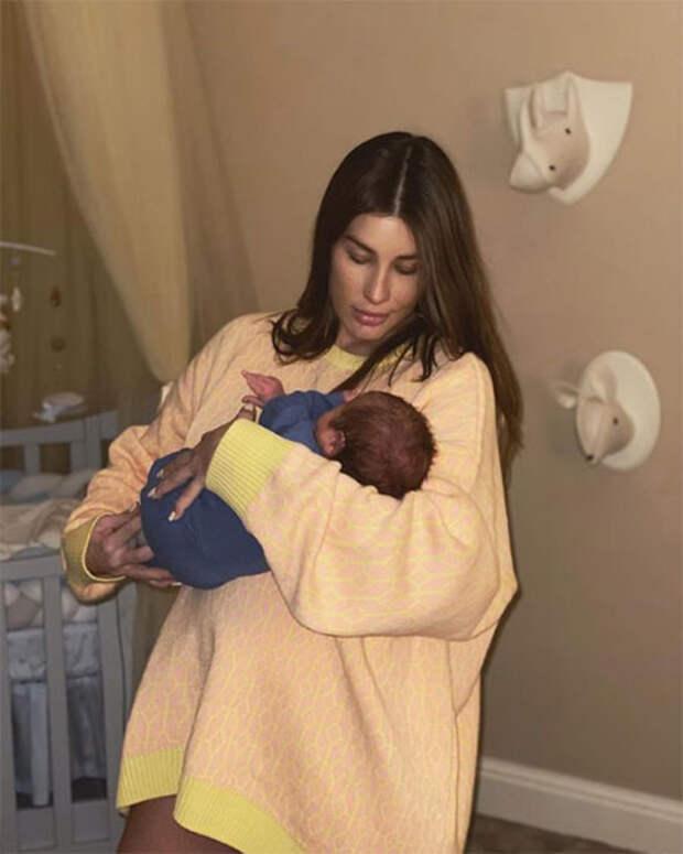 Кэти Топурия опубликовала первый снимок с новорожденным сыном