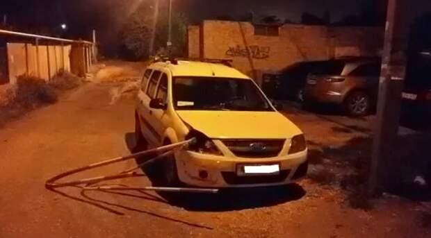 В Севастополе автоледи разъезжала на Ладе со шлагбаумом в фаре (ФОТО, ВИДЕО)