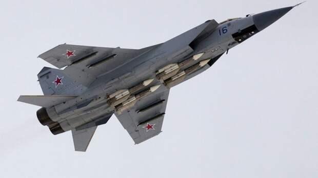 Истребитель МиГ-31 ВКС РФ перехватил самолет-разведчик ВВС США над Тихим океаном