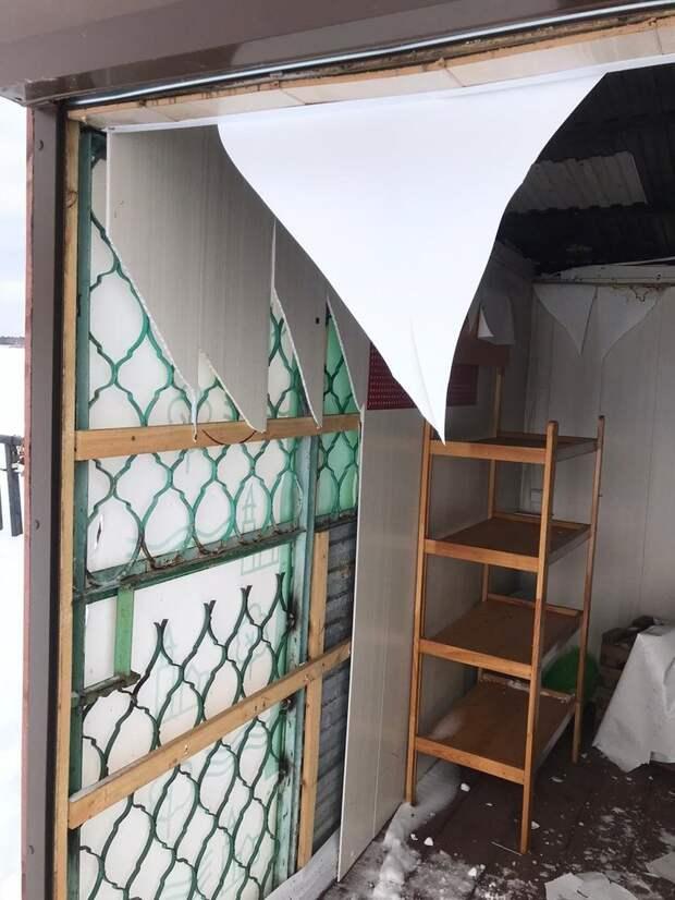 Вандалы разрушили два павильона на набережной Сарапула