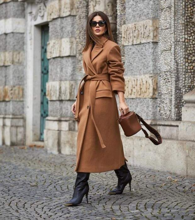 Пальто-халат продолжает оставаться в тренде: стильные образы на весну 2021
