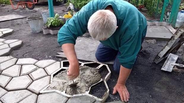 Плитка из цемента с сахаром получается хорошего качества / Фото: YouTube