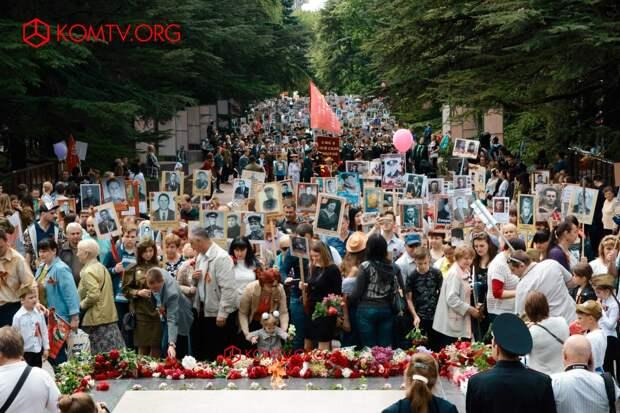 В Симферополе в шествии «Бессмертный полк» приняли участие более 50 тысяч человек