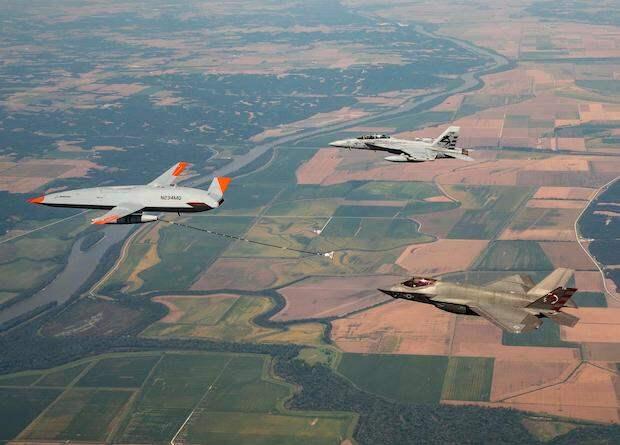 Беспилотник MQ-25 дозаправил в воздухе истребитель F-35C