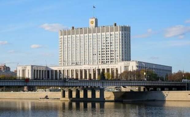 На фото: вид на здание Дома правительства РФ на Краснопресненской набережной.