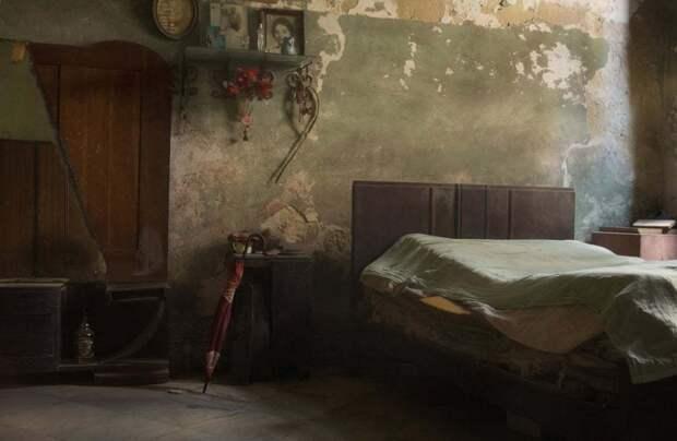 Гавана, Куба: Меня тянуло к прекрасным блеклым краскам и атмосфере этой некогда величественной старой комнаты. Фотография: Саймон Моррис