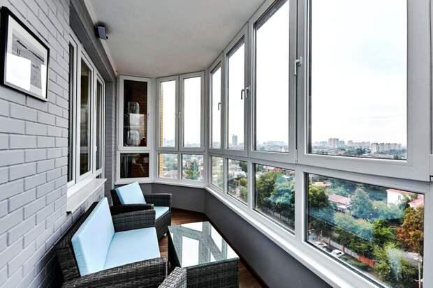 Плюсы и минусы застеклённого балкона