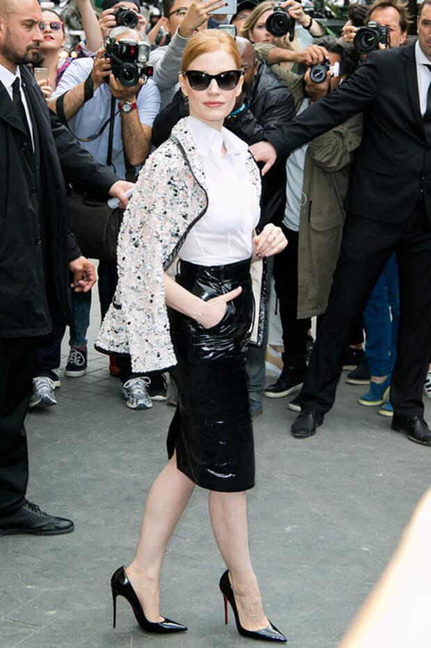 Femme fatale: с чем носить кожаную юбку-карандаш зимой