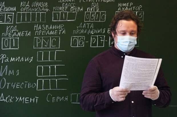 Российских учителей обяжут носить медицинские маски в школах