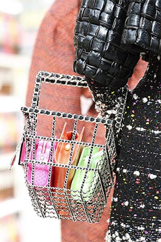 Оригинальные клатчи разных цветов от Chanel (Фото)