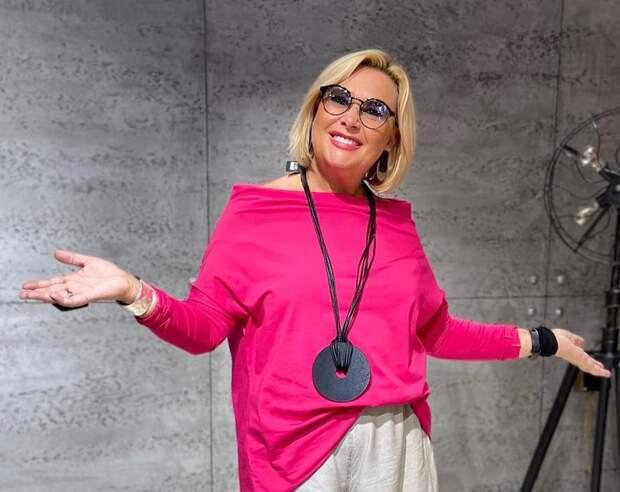 Фото 2, 3 -  стилист, модель Ирина Конарева.
