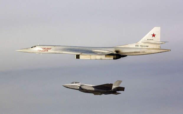 Ту-160 на форсаже ушел от двух F-35