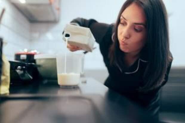 Опасности белого напитка. Что собой представляет «молочное лицо»?