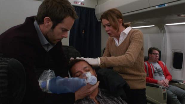 Пять невероятных историй о спасении жизни на борту самолета