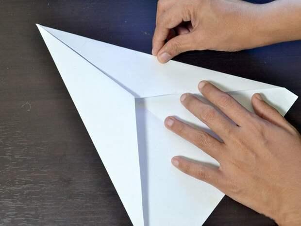3 лайфхака для офисных работников и заботливых родителей: как сложить лучший самолётик из бумаги