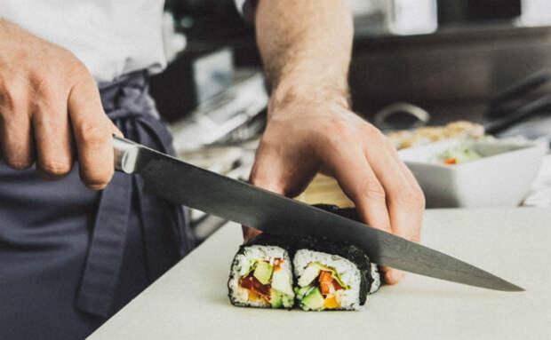 Японские ножи на кухне: мастер показывает, для чего используют 4 разные формы