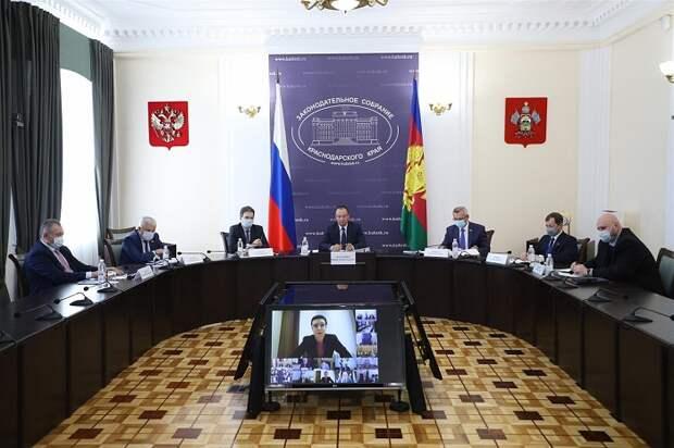 На заседании ЮРПА депутаты Кубани предложили создать программу  спасения морских берегов