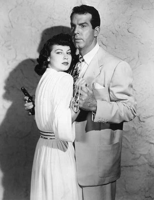"""Ава Гарднер на съемках черного детектива """"Сингапур"""" (1947)."""
