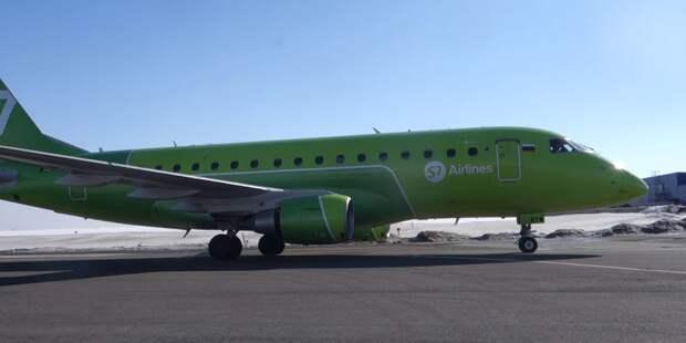 Самолет Embraer экстренно приземлился в аэропорту Новосибирска