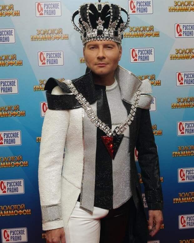 Ещё один король российской эстрады. Любуемся, друзья, на российского короля.
