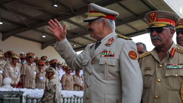 Халифа Хафтар осмотрел казармы и штаб батальона ЛНА