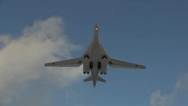 Летно-тактическое учение молодых летчиков дальней авиации на Ту-160 «Белый лебедь»