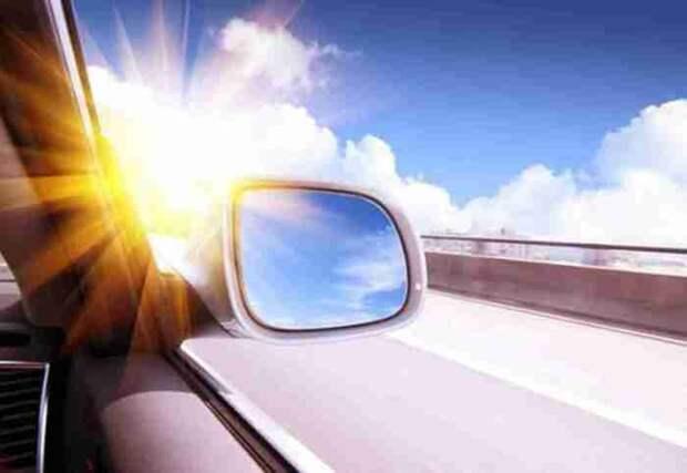 Не нужно ждать, пока стекла запотеют изнутри, включайте кондиционер с утра. /Фото: hyser.com.ua