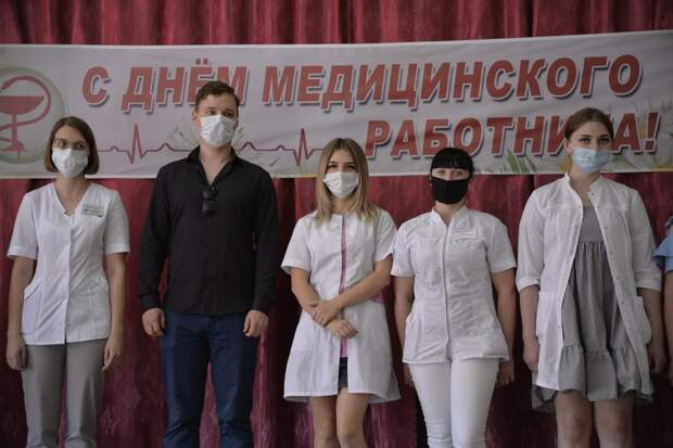 В Рассказовском районе поздравили людей в белых халатах