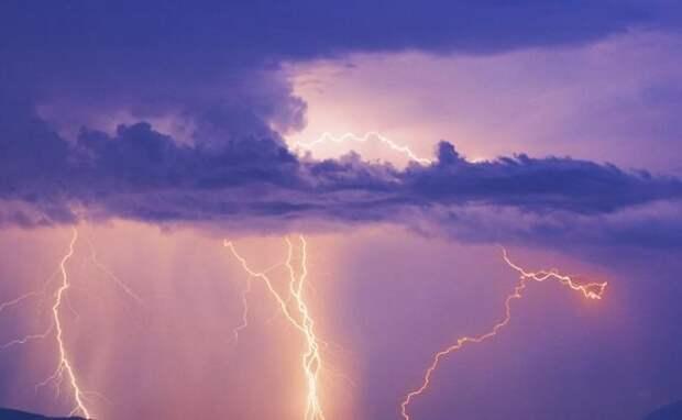 В Севастополе молния поразила мотоциклиста