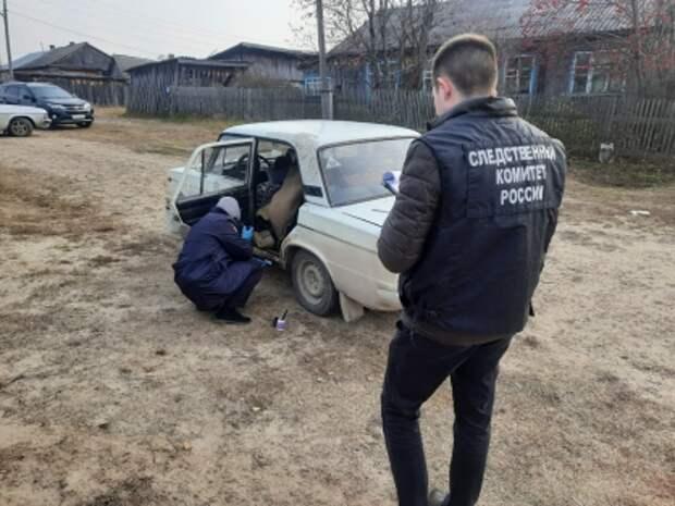 В авто в томском поселке нашли тела двух мужчин с колото-резаными ранами