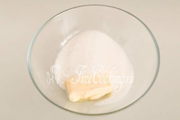 В посуду для замеса теста кладем 60 граммов мягкого сливочного масла