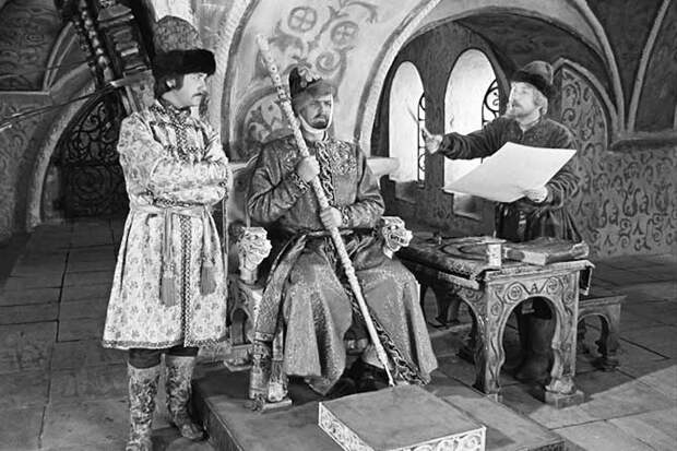 Иван Васильевич меняет профессию в царских палатах