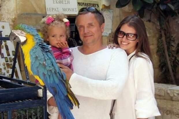 Андрей Соколов с женой и дочерью