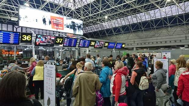В Сочи задержали 21 рейс из-за погоды
