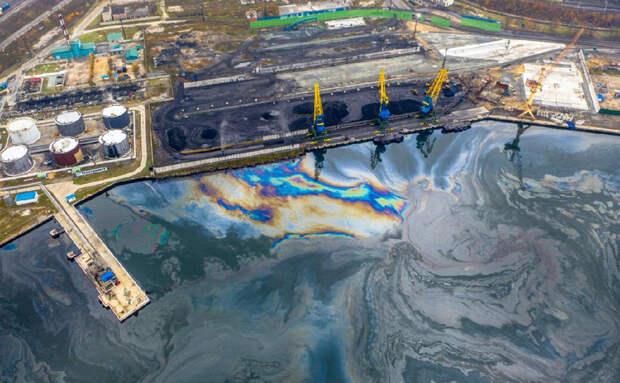 Бухту Находки вновь загрязнили нефтесодержащей жидкостью