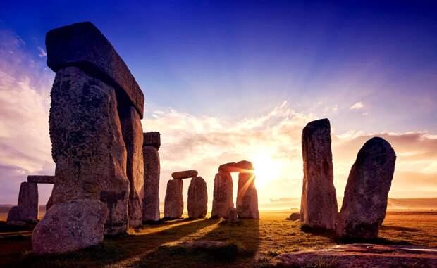Стоунхендж построили из обломков более старого монумента в западном Уэльсе