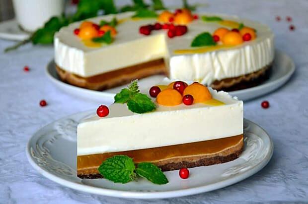 Творожно-фруктовый торт без выпечки. \ Фото: dzivei.lv.