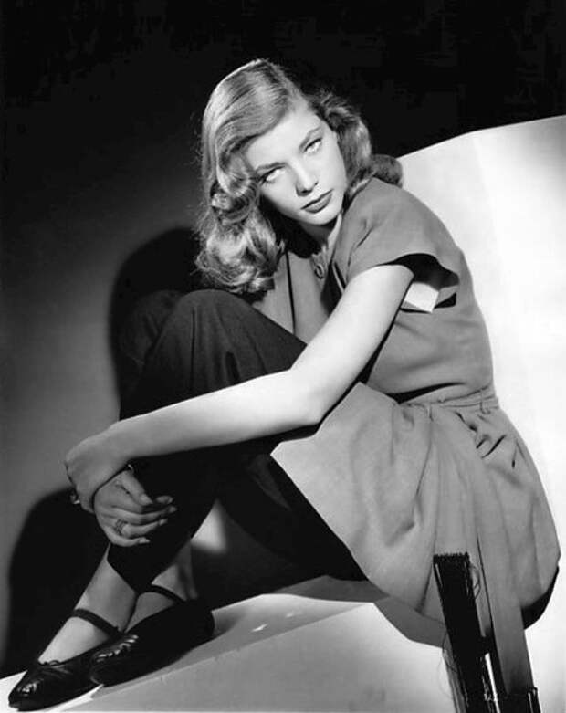 Студийная фотография Лорен Бэколл, 1945 год (Wikimedia / Archive.org)