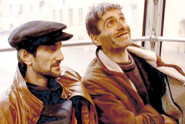 Знаменитая сцена в трамвае. Гости с Кавказа - Даниле: «Слушай, ты нэ русский, что ли? Я тэбе по-русски говорю: нэт билет!»