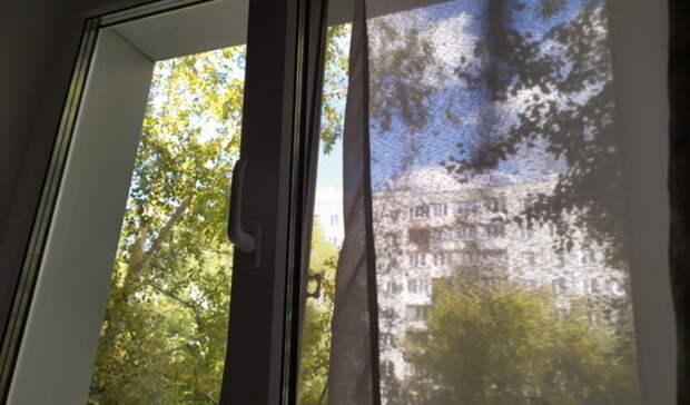 В Новотроицке из окна балкона упал годовалый ребенок
